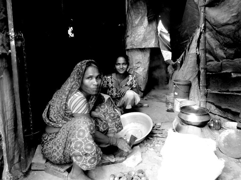 women cooking slums india