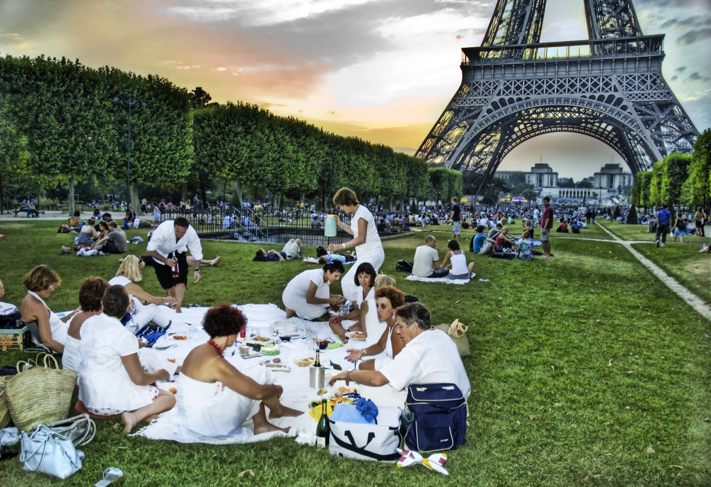 picnic-eiffel-tower
