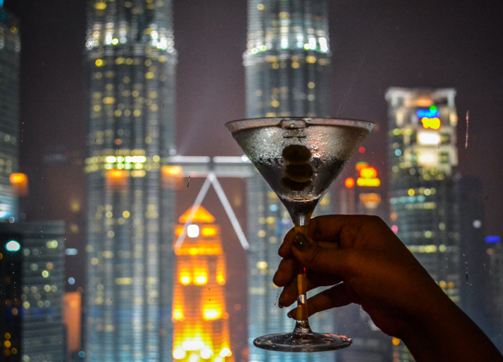 best-view-of-pertronas-twin-towers-traders-hotel-sky-bar