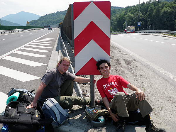 hitchhiking-friends