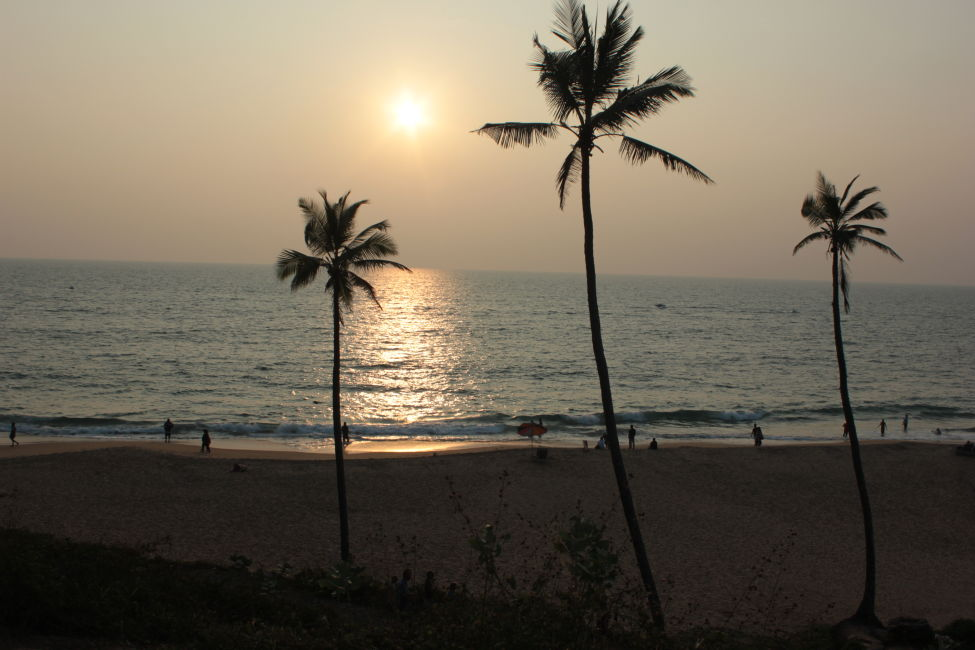 sunset kovalam beach