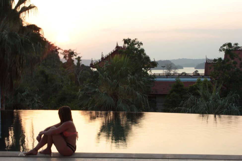 sunset-alisea-aonang-hotel