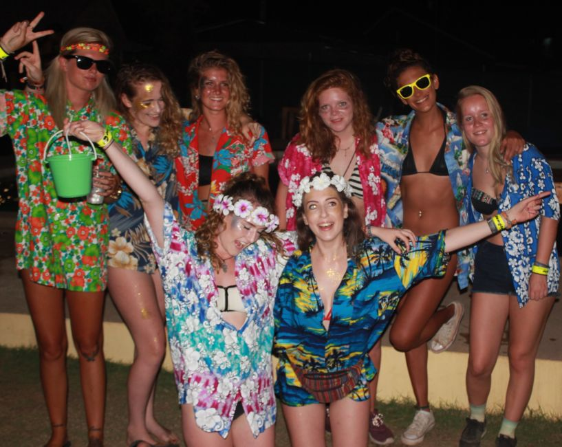 what to wear for full moon party
