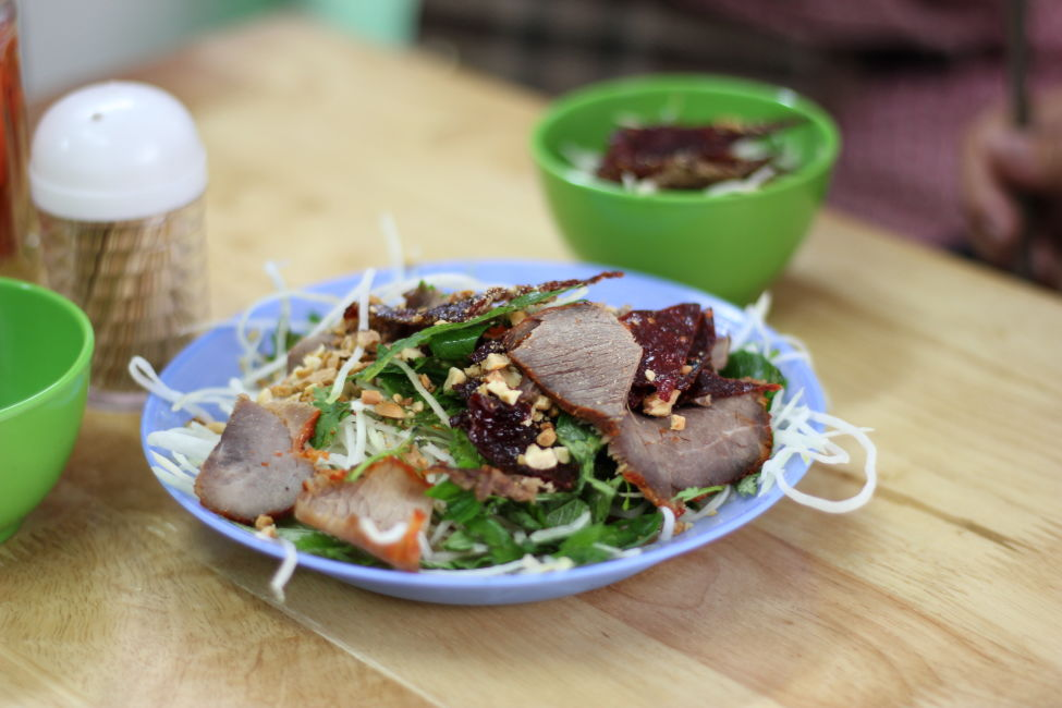 beef-papaya-salad-hanoi-street-food-tour