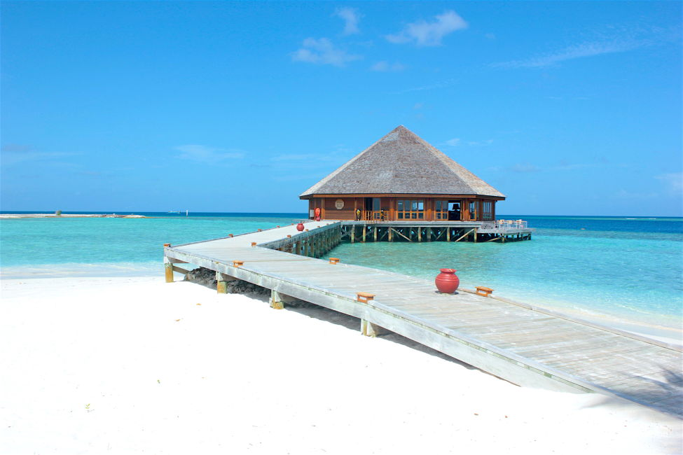 vilamenhoo-resort-island