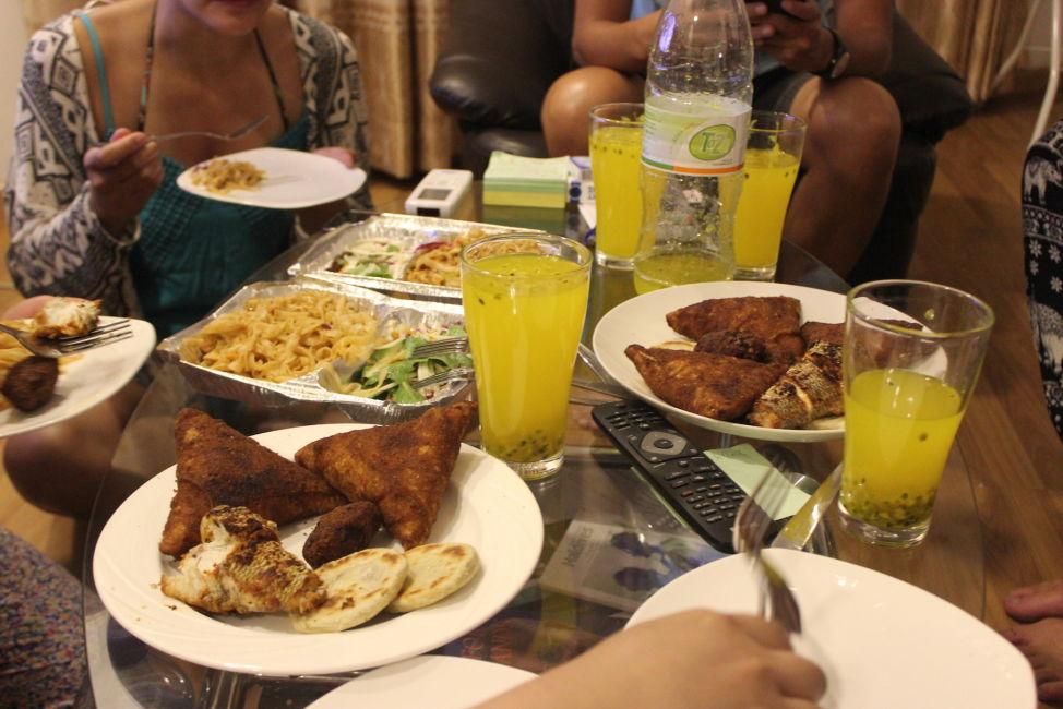 couchsurfin-maldives-dinner