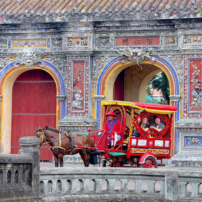 hue-imperial-city-carriage