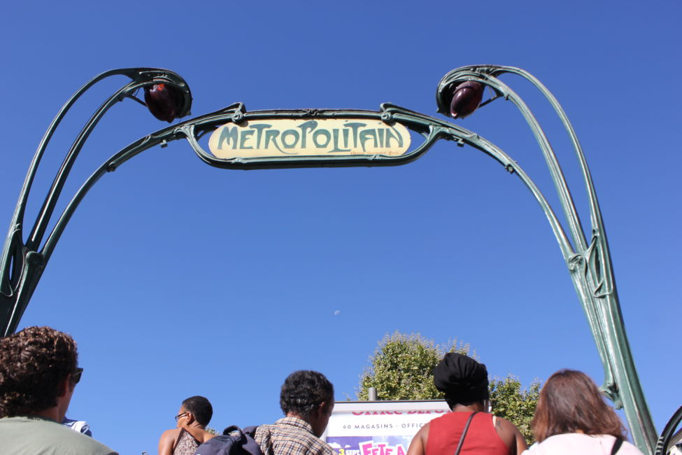 montmartre metro sign