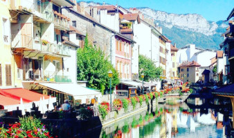 annecy-fairytale-town-france