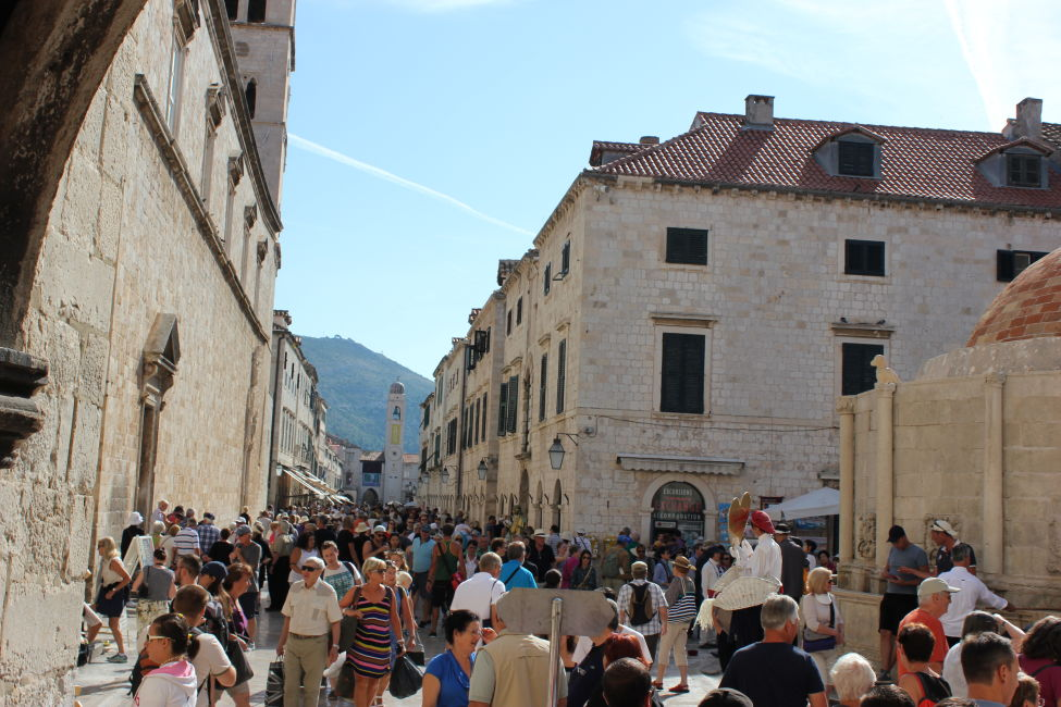 old-town-crowds-dubrovnik