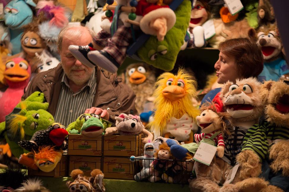 white-market-puppet