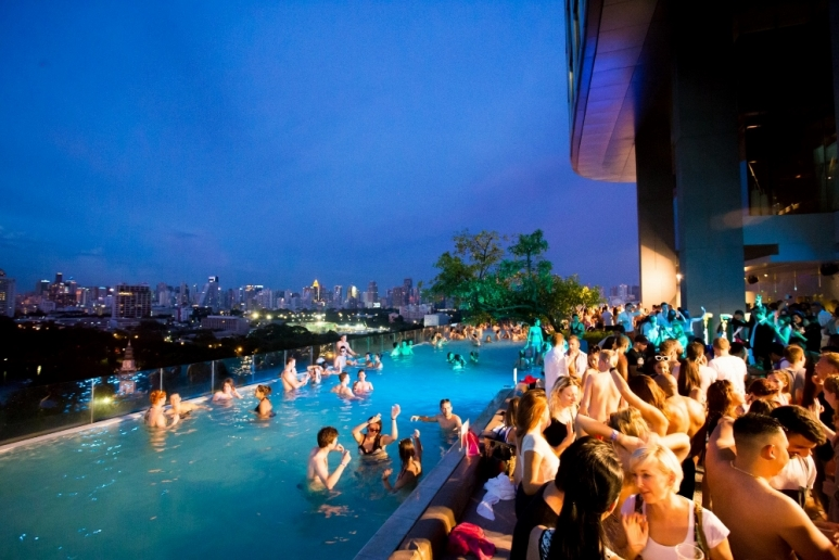 11 Awesome Party Hostels in Bangkok - Plus POOL PARTIES!