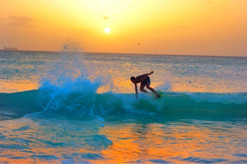 best time to visit aruba surfing