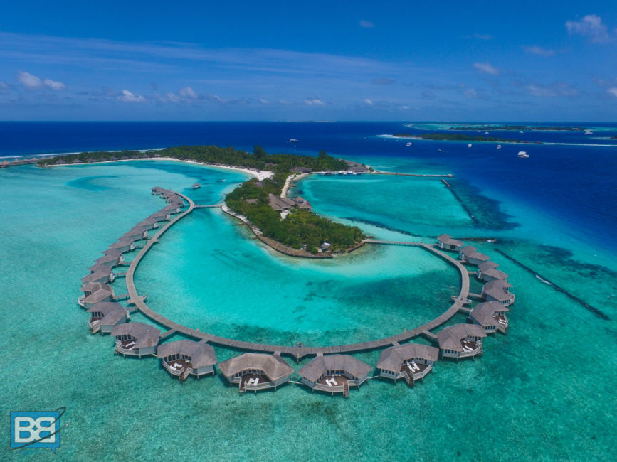 top resorts in maldives advice from top travel experts. Black Bedroom Furniture Sets. Home Design Ideas