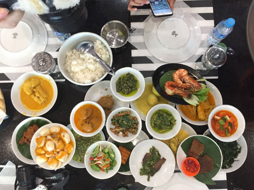 what to do in jakarta - eat!
