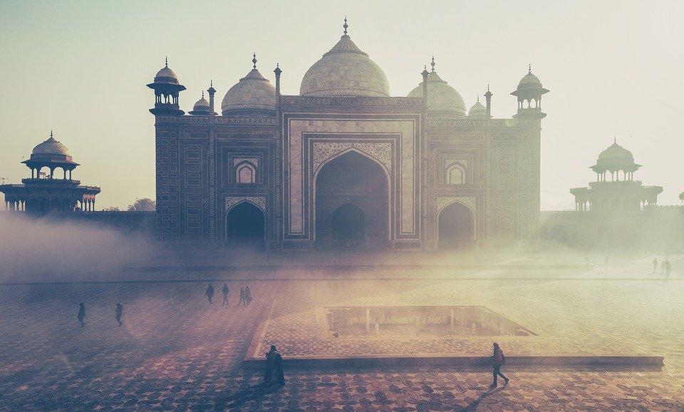 Traveller Vs Tourist Debate – How To Be A Respectful Traveller