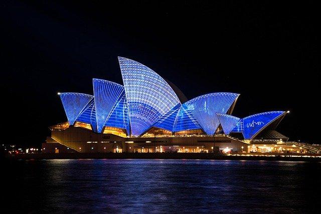 travelling australia on a budget - sydney