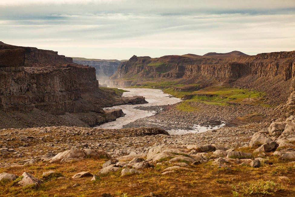 dettifoss waterfall canyon