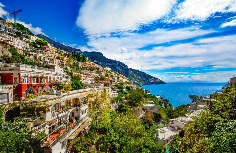 hilltop towns in italy