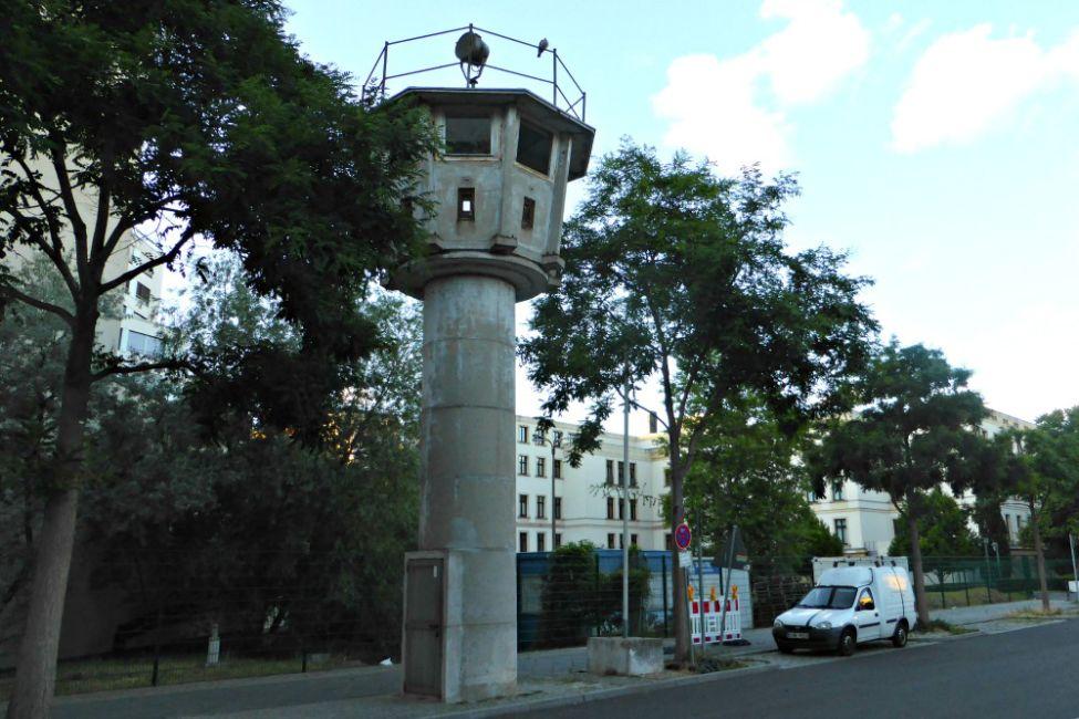 ddr watchtower berlin