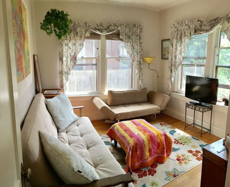 lounge-airbnb-denver - Journalist On The Run