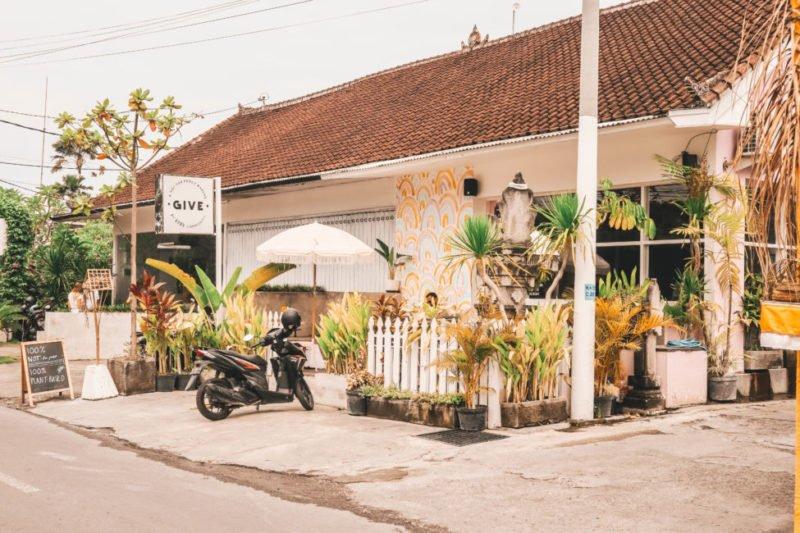 cafe with bike outside canggu