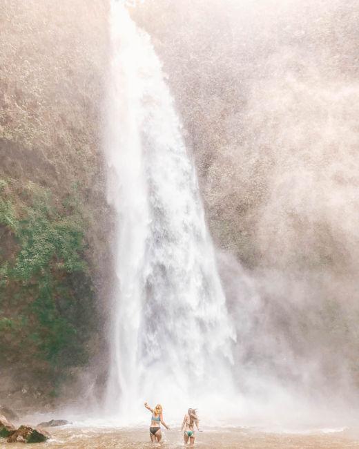swimming nungnung waterfall