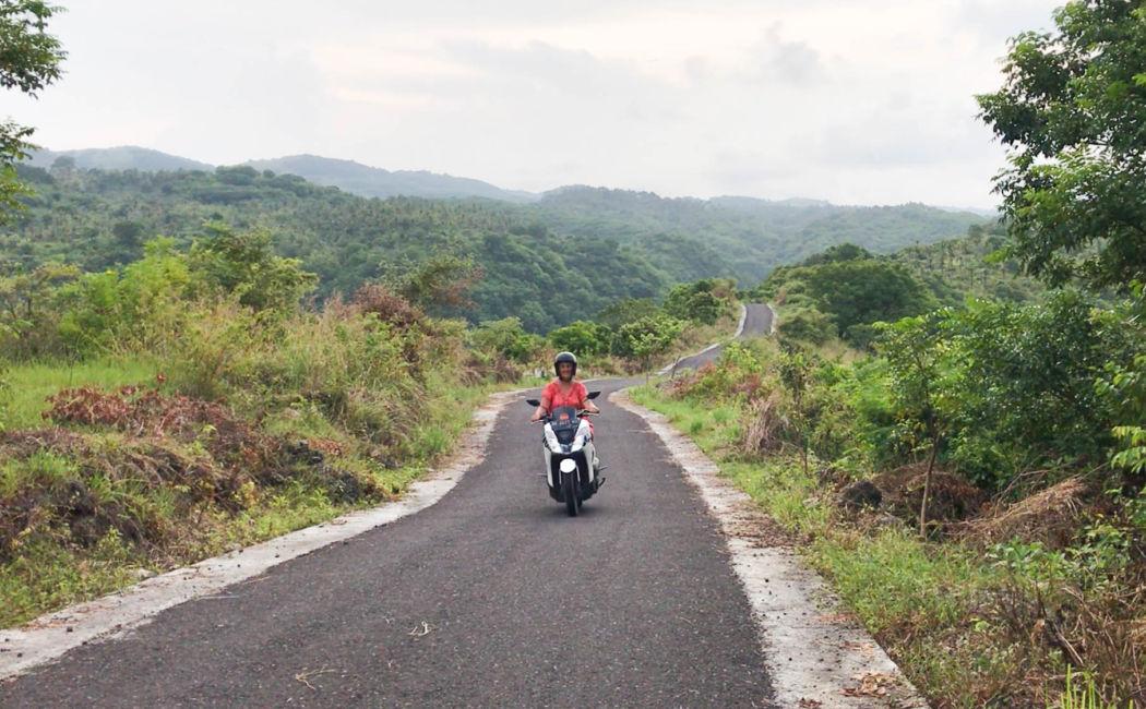 road to atuh beach