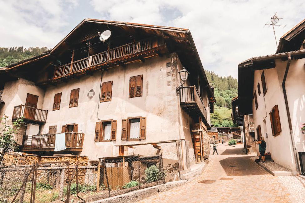 houses in mezzano