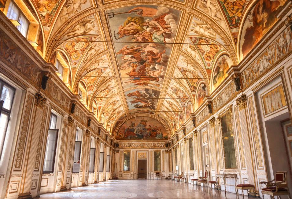hall inside palazzo ducale mantova
