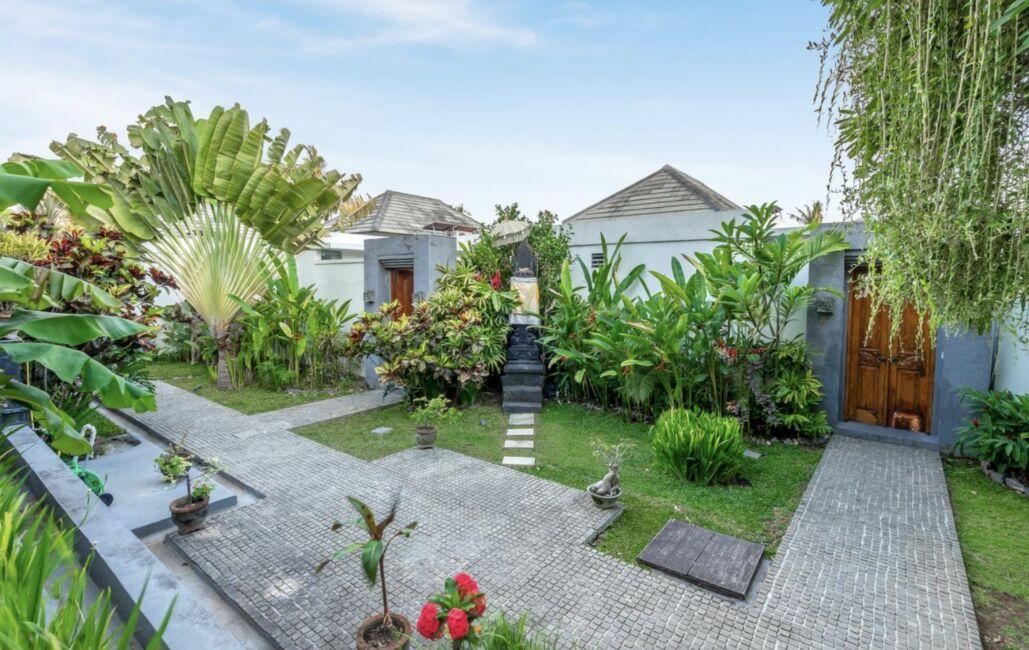 villa with garden in canggu
