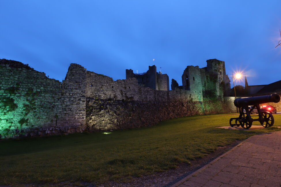 trim castle night time